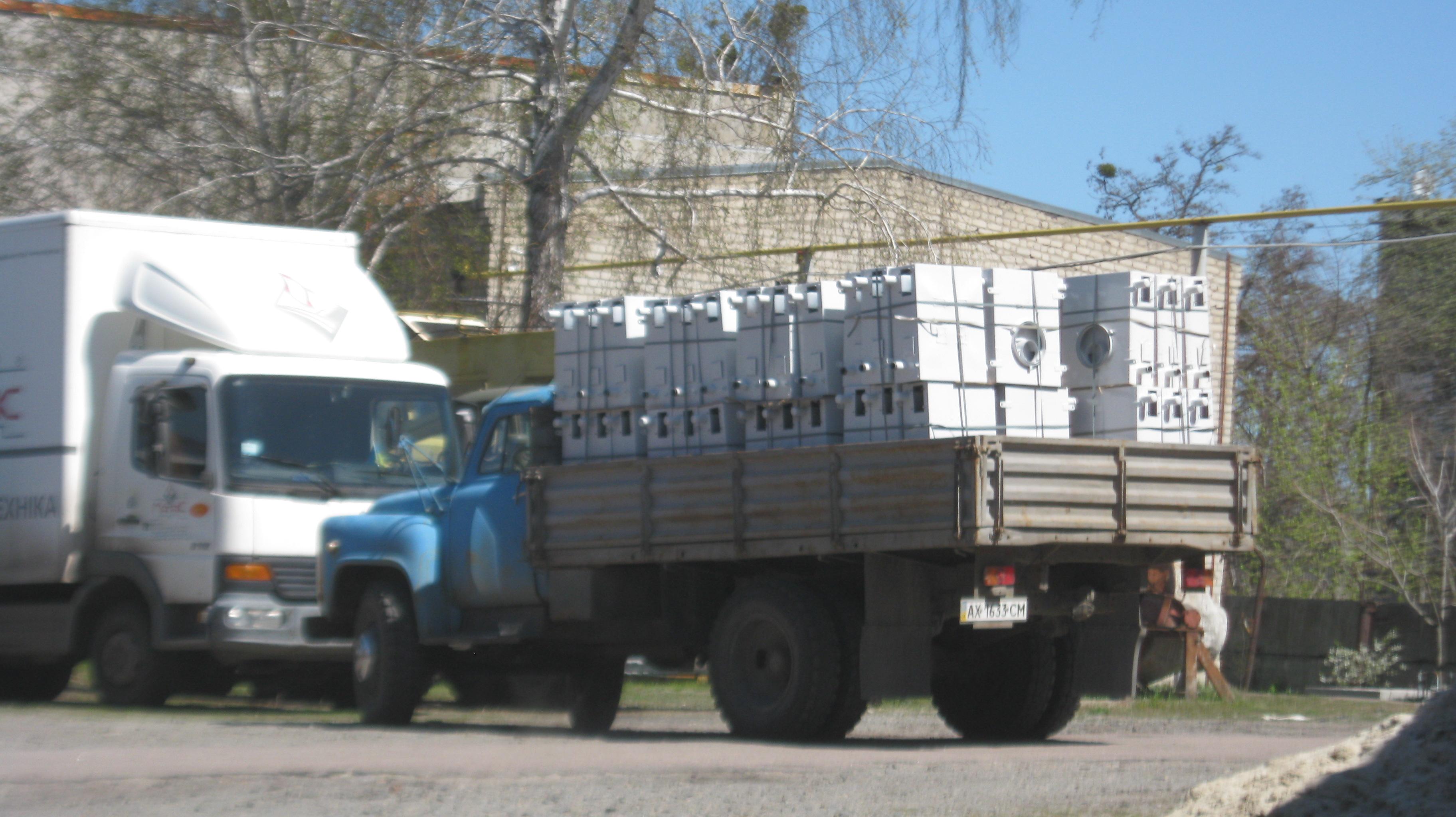 окрашенные котлы готовы для перевозки в сборочный цех