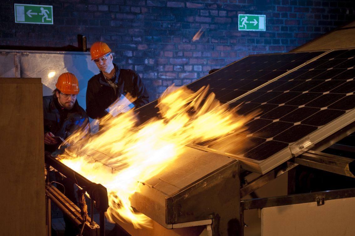 солнечная батарея ,загорелась на испытательном стенде