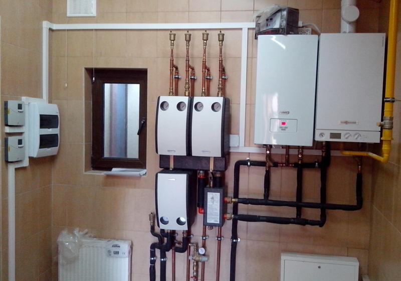 Установка электрического котла совместно с газовым , работа на контур батарей и теплый пол, плюс горячее водоснабжение, на объекте
